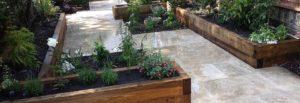 dvignjene grede - poživijo naš vrt, les pa mu vdahne posebno toplino